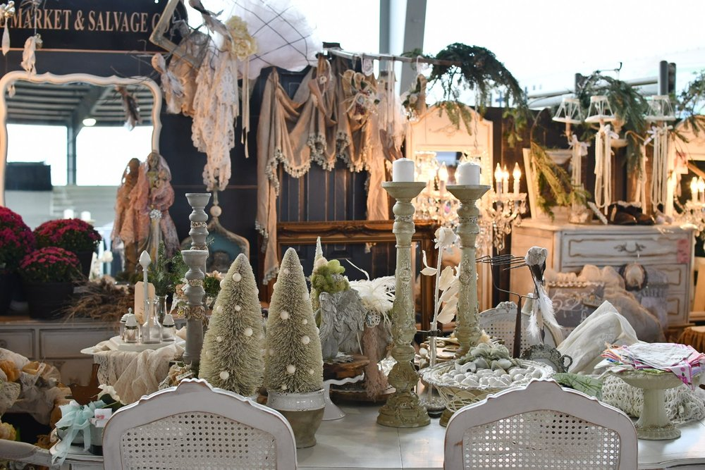 vintage Christmas table decor Yanitza Ninett photography