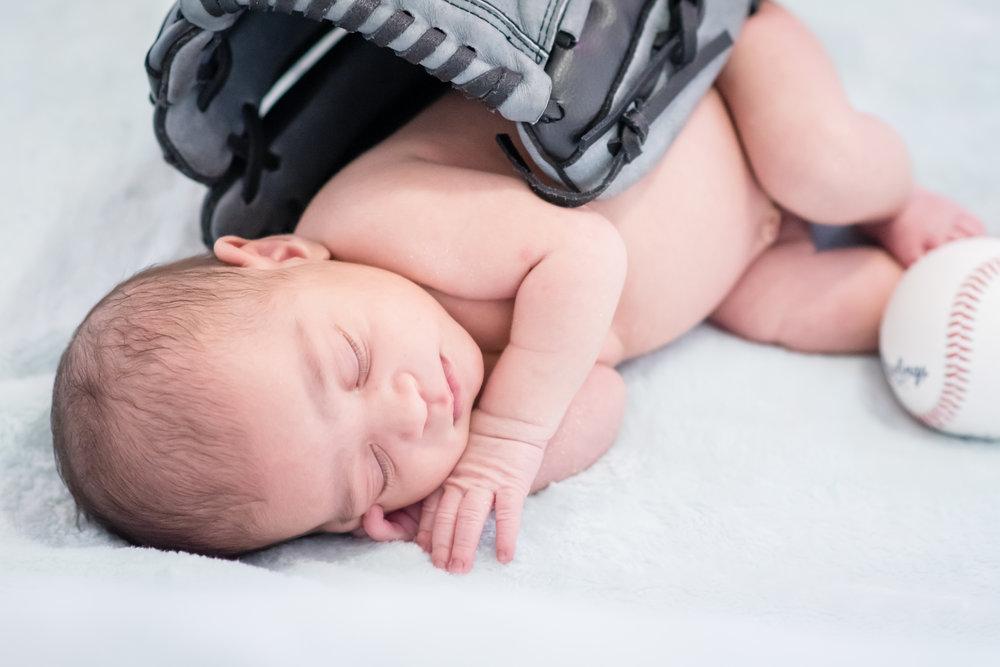 christmas-newborn-photos-travel-photographer-yanitza-ninett-90.jpg