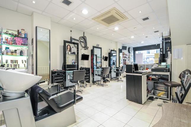 Camden, London NW1 £452 per week Floor area: 894 sq. ft BEAUTY SALON