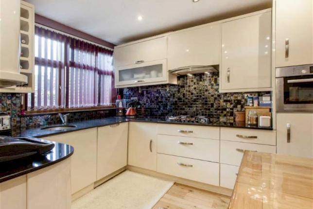 Southwark, London SE1 £735 PER WEEK 1 RECEPTION ROOM 4 BEDROOMS 2 BATHROOMS