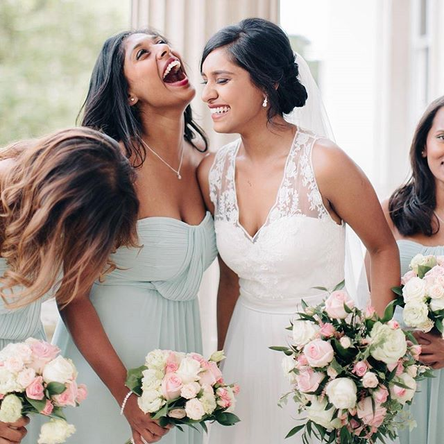When your best friend gets married, there's only one thing to do: show her your support and give a killer toast! 🍾💗 We've got a few pointers for you in case you get cold feet, link in our bio! ✌️
