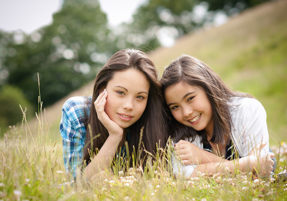 teenage sisters in outdoor family shoot cheshire