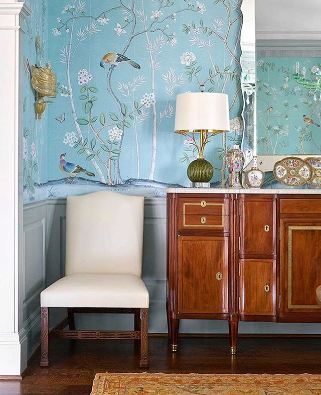 Gorgeous interior inspiration designed by @collins__interiors  #traditional #interiors #decor #antiques #inspo #oldfashioned #wallpaper #blue #chippendale #vintage #home