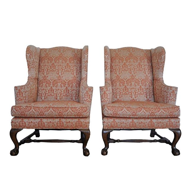 Chairs are better in pairs. Beautiful pair of Baker Furniture wingback chairs headed to our website! Link in bio ✨ #furniture #traditionalhome #bakerfurniture #wingbackchair #pair #1stdibs #interiordesign