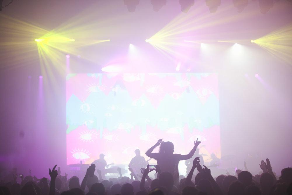 Tour-Music-Fans.jpg