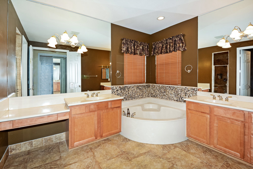10451_sw_54th_st_MLS_HID1069941_ROOMmasterbathroom1.jpg