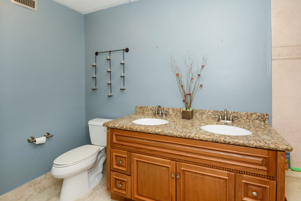 302_fairway_circle_MLS_HID1077605_ROOMmasterbathroom1.jpg
