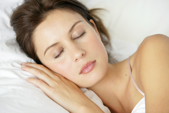 woman-sleeping_5128318.jpg