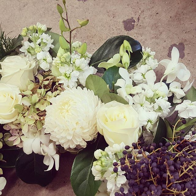 Autumn/Winter  Blooms #seasons #overlap #blooms #flowers #florist #winterflowers #autumnblooms #wreath