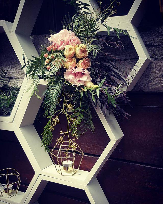 Installation feature #geometric #hexagon #floraldesigns #floralfeature #flowers #backdrop #wedding
