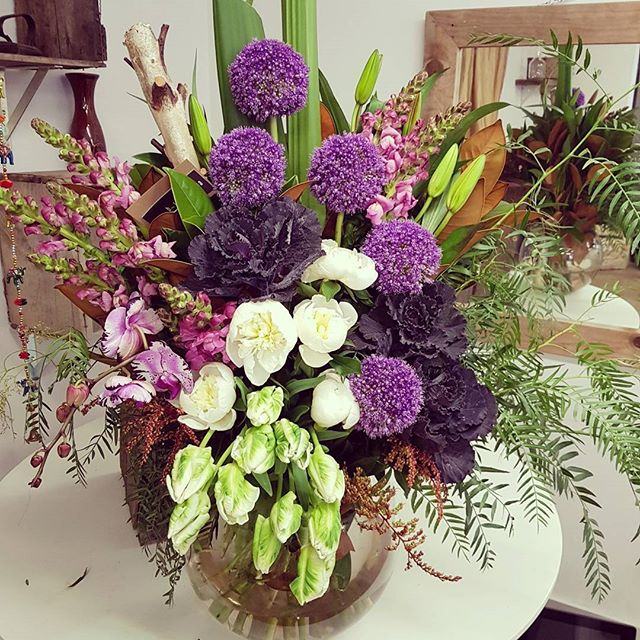 Love me a big fish bowl design for the  lovely Josie from @blackdiamond_makeup 👌  #florist #melbourne #modern #design #flowers #ambrosia #ambrosiafloraldesign #tullamarineflorist #winterflowers #blackdiamond #blackdiamondmakeup