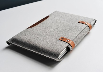 byrdandbelle-laptopsleeve-table