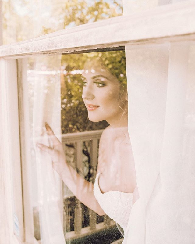 I love everything about this shot! The white window and curtains with the leaves reflecting in the glass came out exactly like I envisioned 🌿 This was my first solo wedding shoot, but stepping out of my comfort zone was definitely worth it!⠀ —⠀ Fellow photographers! I'm interested to know: do you hire second shooters when you book weddings? I've never done it before but I feel like it would be such a big help! Plus, additional moral support is always a good thing 😤⠀ .⠀ .⠀ .⠀ #postmoreportraits #texasweddingphotographer #losangelesweddingphotographer #losangelesphotographer #houstonphotographer #portraitmodel #houstonwedding #editorialmodel #houstonweddingphotographer #austinweddingphotographer #austinweddings #entertainment #l0tsabraids #lookrookie #houstonphotography #californiaphotographer #portraitsmag #wearetothe9s #portraitsociety #featuremeval #houstonseniorphotographer #seniorcollective #dfwportraits #logansullivanpresets #pastelxls #entertainmentphotographer