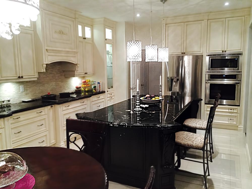 traditional-kitchen_15468750136_o.jpg