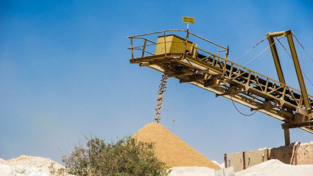 frac sand conveyor.jpg