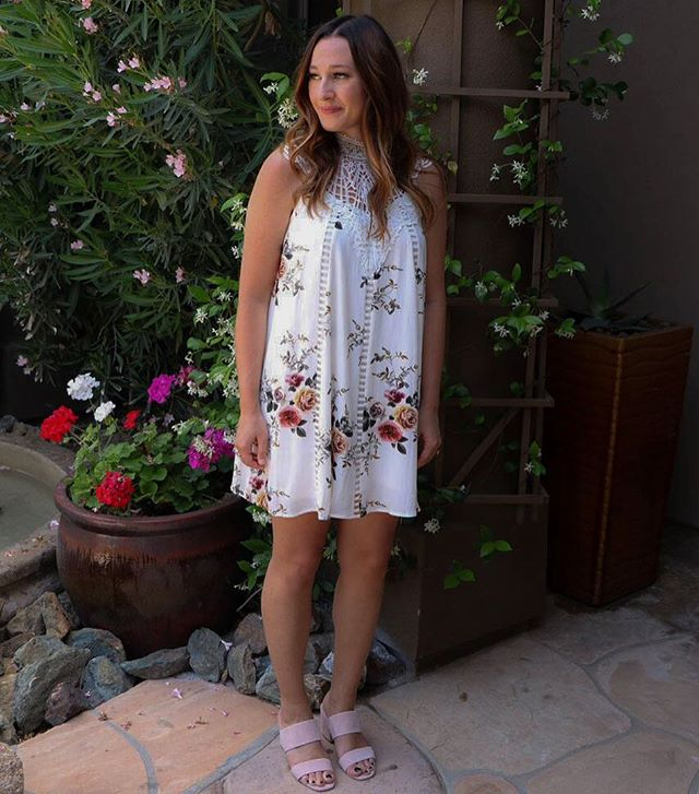 It's all about florals & mules for spring 🌸 You will be able to shop this online exclusive dress soon at: peridotboutiqueseattle.com 🙌🏼