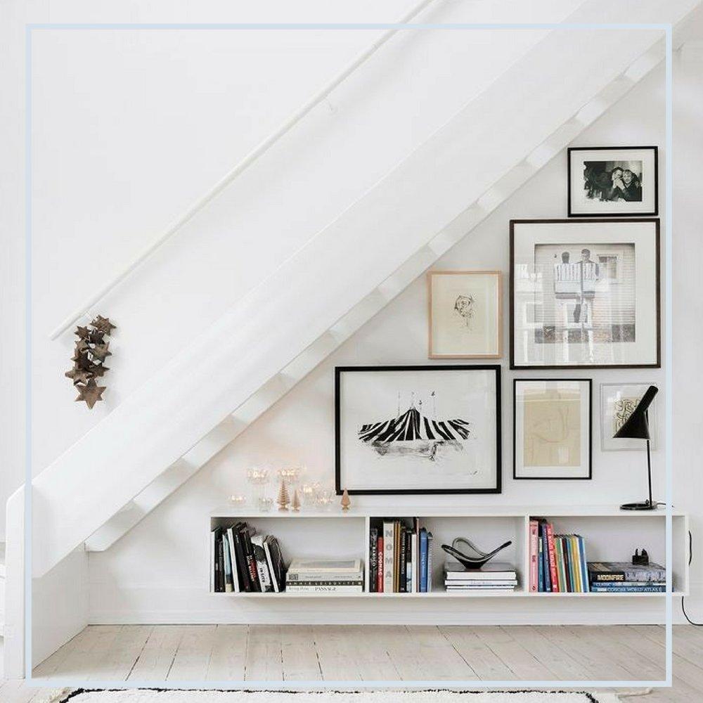 Reaproveitar os espaços embaixo das escadas é uma ótima ideia para otimizar seu espaço. Um cantinho da leitura, um armário, um lounge... veja qual a sua necessidade e abuse desse ped.jpg