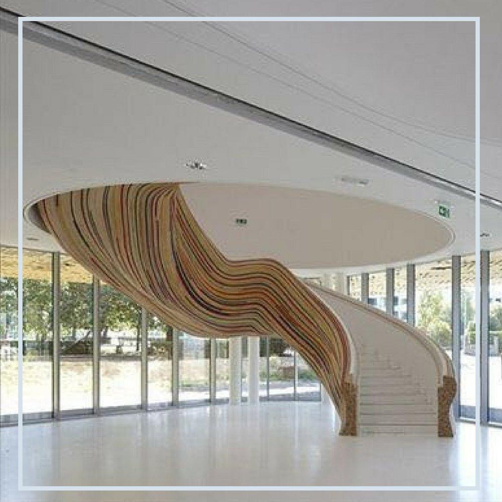 Pura obra de arte! Aqui a escada tem o  papel principal no ambiente.jpg