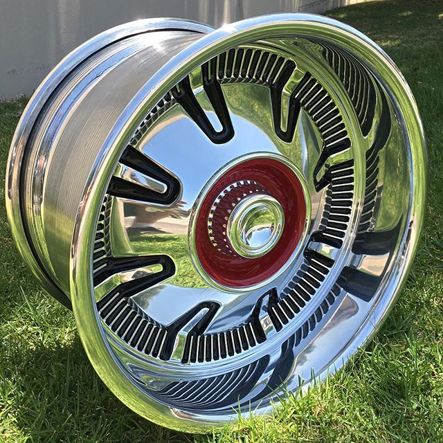 This one's for all you early bronco lovers! The 17x10 Bronco Hubcap! #earlybronco #bronco #4x4 #ryansrodandkustom