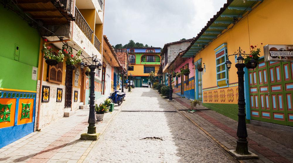 el-penol-guatape-colombia-wander-south-street-2.jpg
