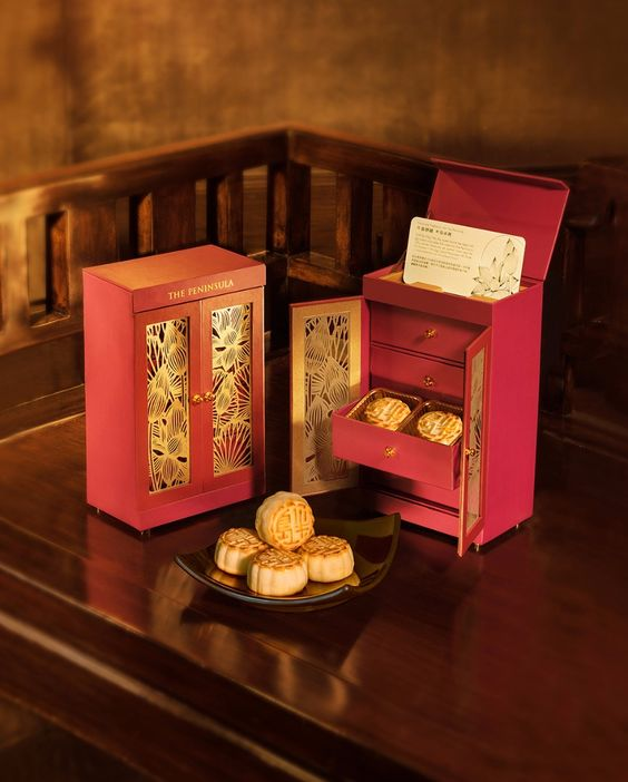 Here's a fancy Mooncake Set made courtesy from The Peninsula Hotel. This luxury hotel along with many other hotels, like St Regis and Four Seasons all join in the festival hype and create their own mooncakes with over the top packaging in hopes of appealing to the high end buyers of mooncakes for gift giving.