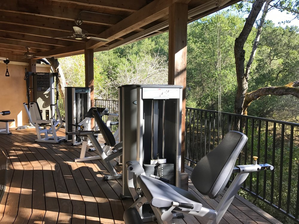 I absolutely adored working out outdoors. Love this workout nook!