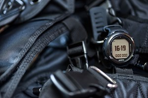 suunto_d4i_novo_black_action1.jpg
