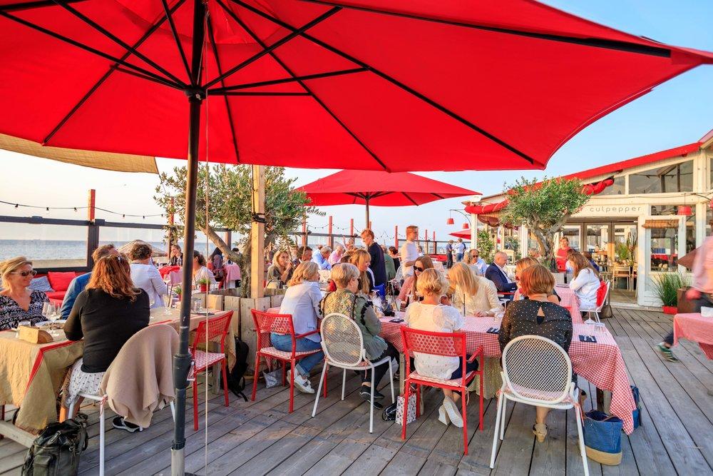 Culpepper - In de zomermaanden heeft Diner Thuis een 'zusje' aan het strand van Scheveningen. Beachclub Culpepper is gevestigd op het Zwarte Pad en is niet alleen een strandrestaurant maar ook een evenementenlocatie tot 750 personen.