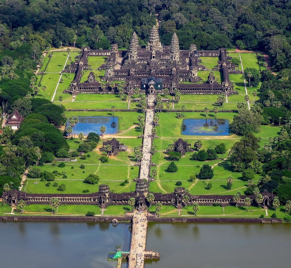 Ariel view of Angkor Wat looking east along the western causeway.