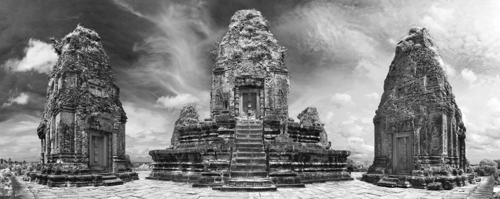 2880px-Pre_Rup_Angkor_central_tower_and_prasats.jpg