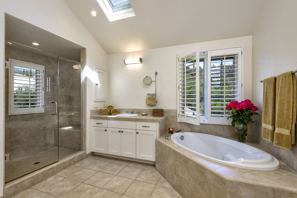 2885_East_Hidden_Valley_Lane_MasterBathRoom.jpg