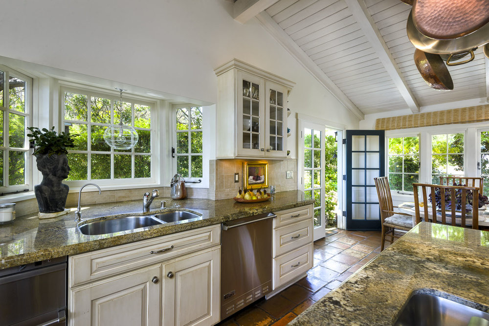 2885_East_Hidden_Valley_Lane_Kitchen2.jpg