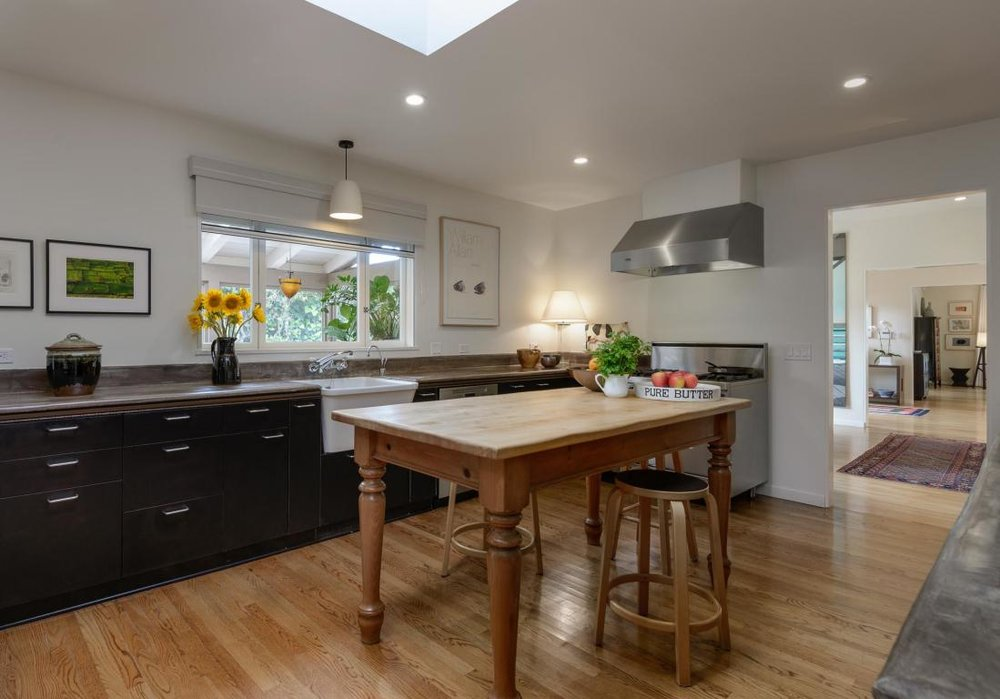 2020_SantaBarbaraStreet_kitchen.jpg