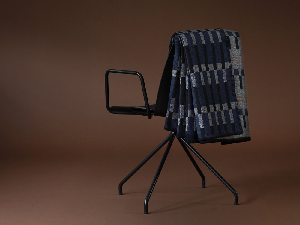 Eleanor_Pritchard_Dovetail_Granite_blanket_for_Tate_on_Unnia_Chair_by_Simon_Pengelly_for_InClass_photo_Elliott_Denny_MR.jpg
