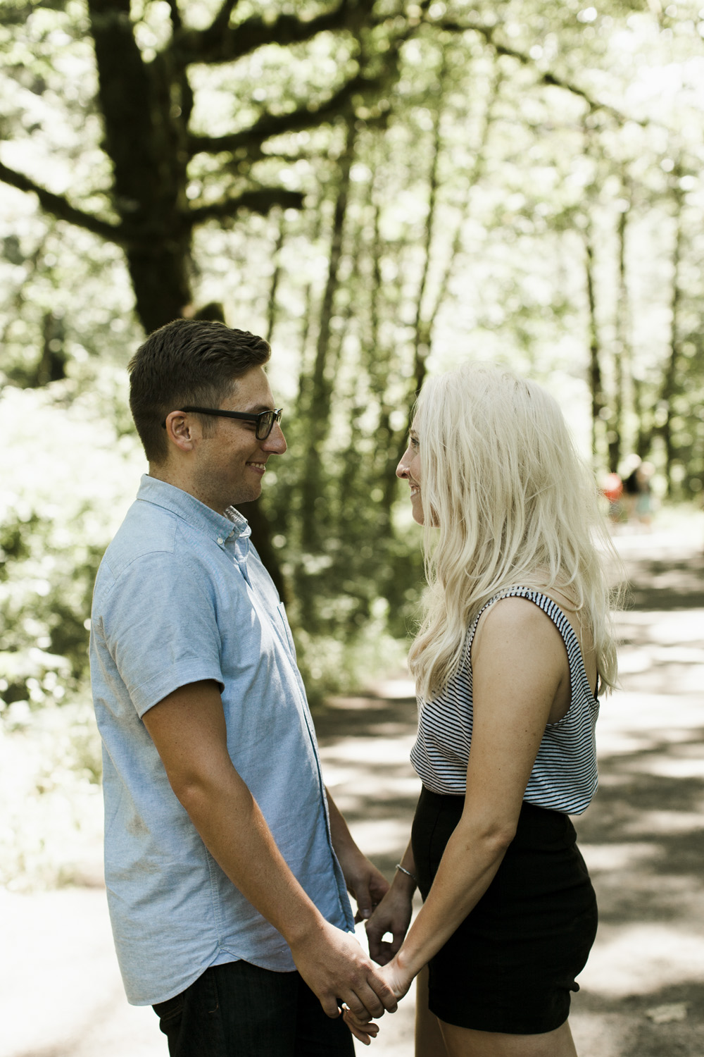 columbia-river-gorge-wahclella-falls-engagement-photos-cuties
