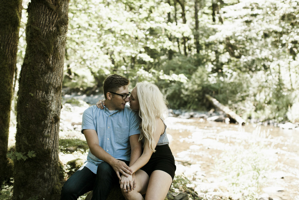 columbia-river-gorge-wahclella-falls-engagement-photos-together