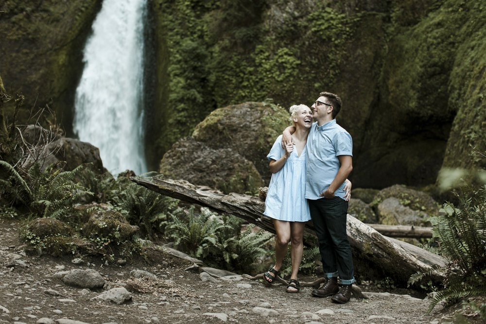columbia-river-gorge-wahclella-falls-engagement-photos-checking-the views