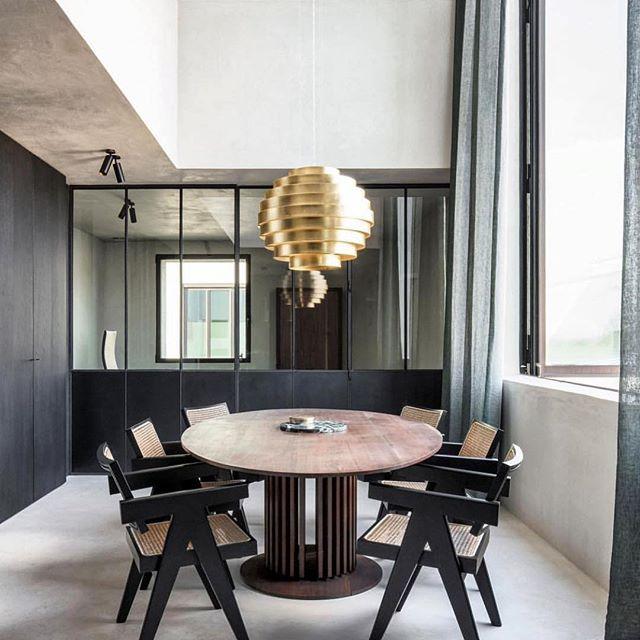 Rethink the Boardroom - Designed by @arjaandefeyter #goals . . . #workplace #workplacedesign #stilo #inspiration #stilomiami #livinginstilo  #commercialdesign #workspace #interiordesign #interiordesignmiami