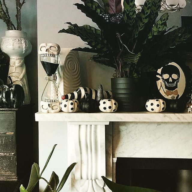 Spookylicious fireplace mantel 💀 . . . #happyholloween #interiordesignmiami #halloweendesign #halloween2018 #stilo #livinginstilo #halloweenstyling #stilodesign #spooktacular #stilomiami