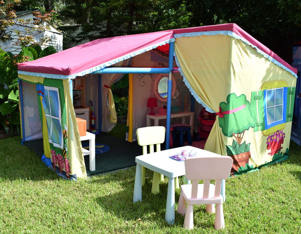 The House Tent is the largest tent in Pop Up Party Town where kids are invited to explore the depths of their imagination.  Tea parties with friends and stuffed companions alike take place alongside the preparation of gourmet meals in the kitchen.  No house is complete without a dressing table to get ready for a night out with friends to the movies.   Let your child's imagination soar with the possibilities of endless adventures in our adorably inviting House Tent.