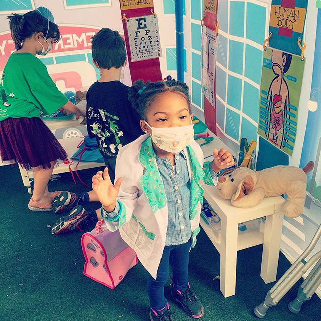 Playing vet in the Hospital Tent at the Tulane Kidney Fun Run!! #tulanelakesidehospital #tulanekidneyfunrun #nolakids #nolaliving #kidsparty #popuppartytown