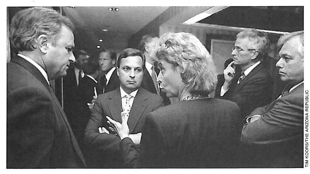 Washington Attorney General Christine Gregoire meets in an ANA Hotel corridor with (left to right) Arizona Attorney General Grant Woods, New York Attorney General Dennis Vacco, Former Maine Attorney General Jim Tierney, and Florida Attorney General Robert Butterworth to discuss breaking off the talks over nicotine. *