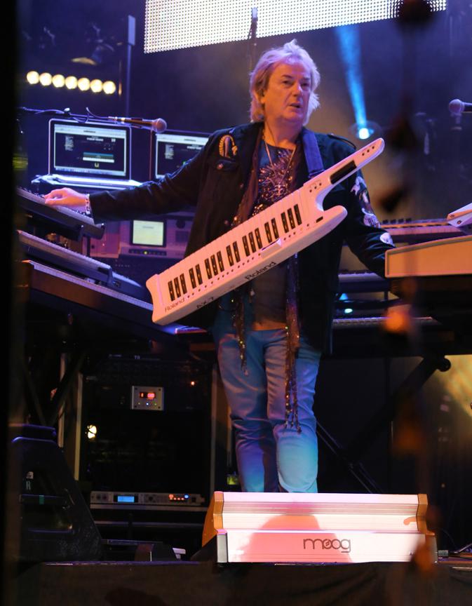 Geoff Downes keys photo By Glenn Gotlieb