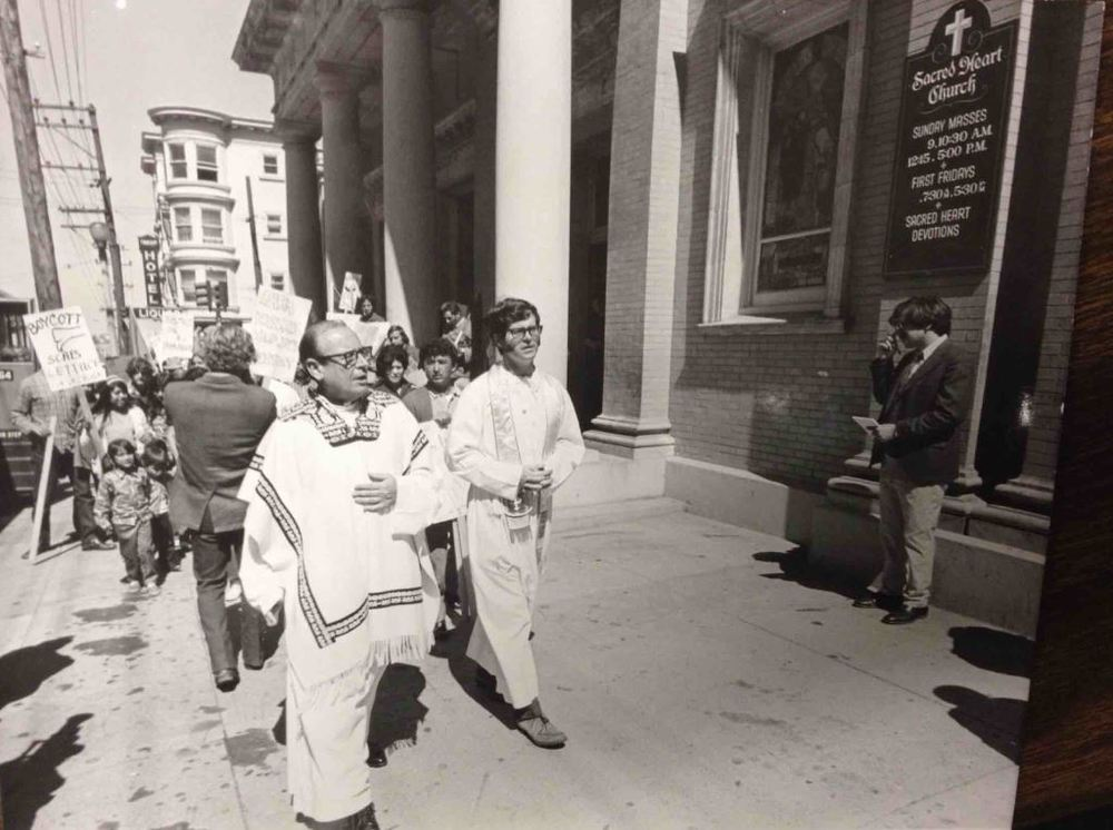 Father Eugene Boyle, Pastor of Sacred Heart Parish, marching with Lettuce Boycott Demonstrators, 1970 (Photo courtesy of the  archives of the Archdiocese of San Francisco)