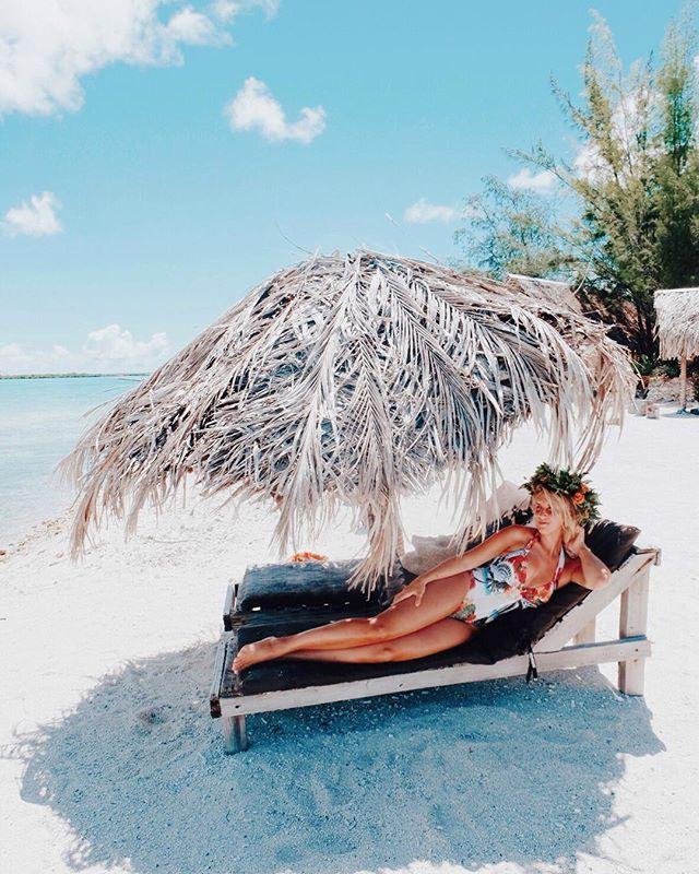 Meet me under the tiki hut 🌴