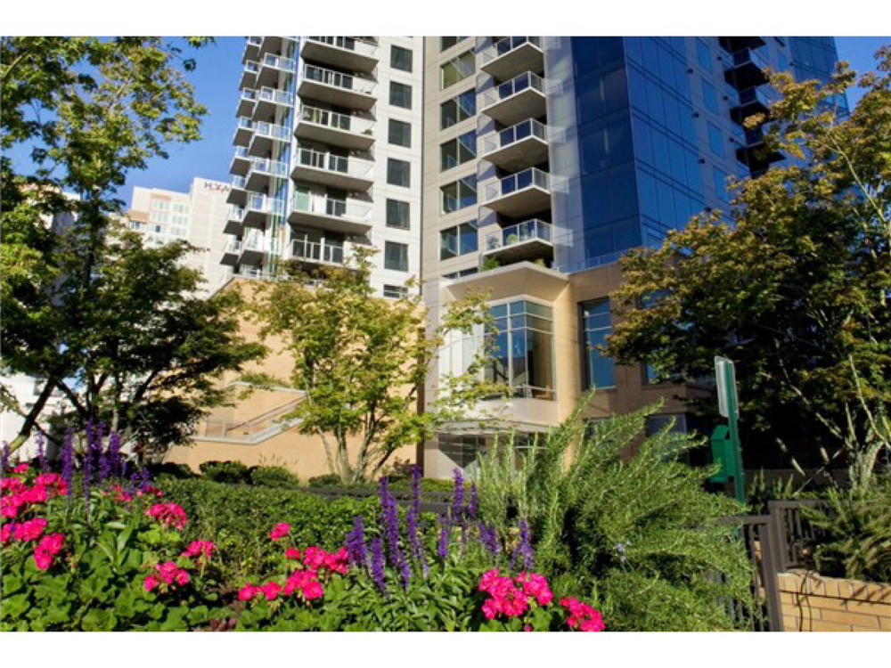 $825,000 | 10610 NE 9th Place #1800, Bellevue 98004