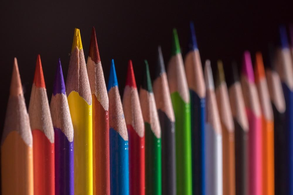 let's speak french brisbane - image of coloured pencils