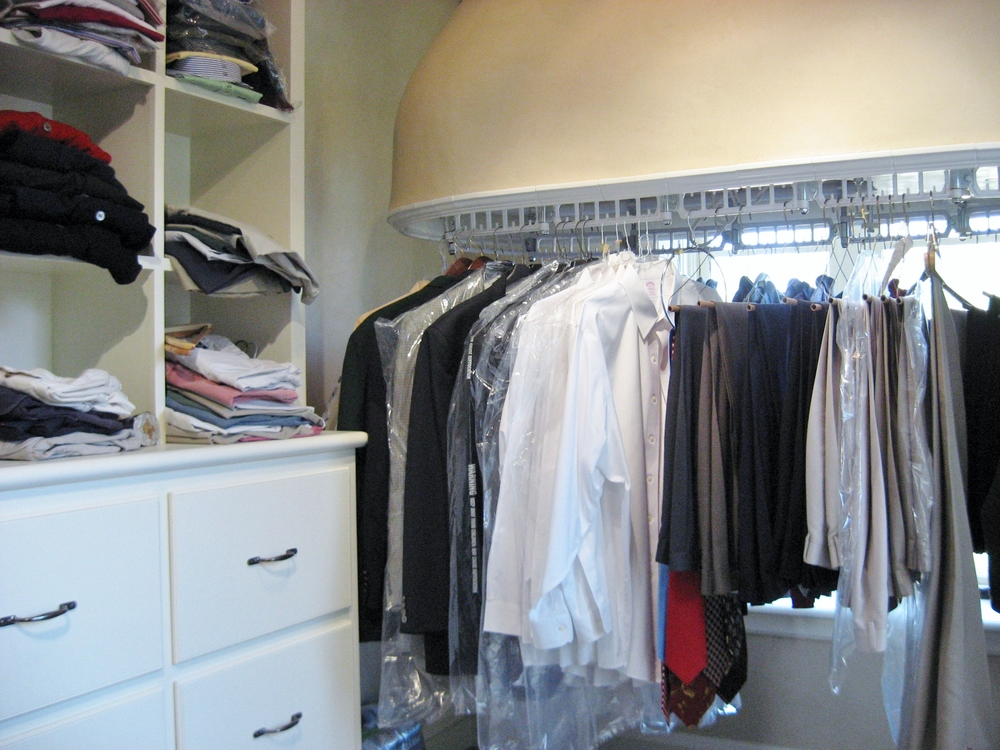 Luxe Wardrobe Automation Single Tier Conveyor with Custom Ceiling Mount