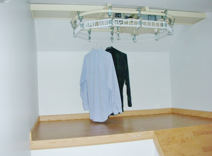 Luxe Wardrobe Automation Single Tier Ceiling Mounted Conveyor
