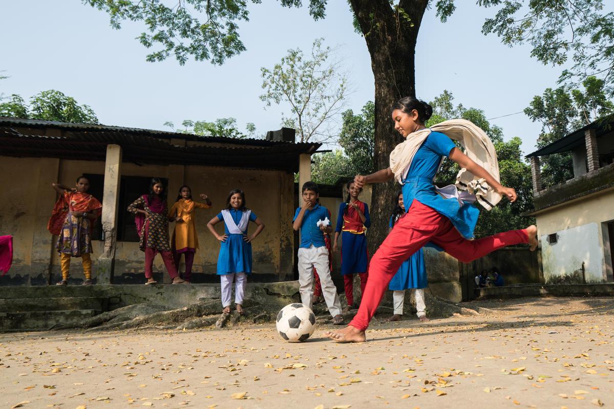 Influence + Impact : Save the Children in Daulatdia Brothel